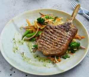 Prøv også Svinecarré koteletter med råkost.