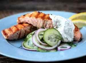Prøv også Stekt laks med agurk-og løksalat.