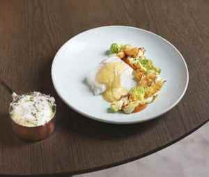 Prøv også Reneé Fagerhøis skrei med saus, potetpuré og grønnsaker.