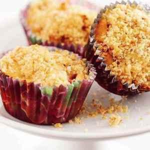 Prøv også Jordbær- og rabarbramuffins med smuldretrekk.