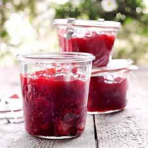 Prøv også Rabarbra- og jordbærsyltetøy.