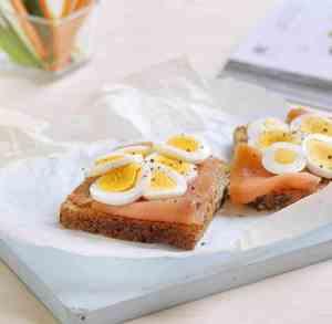 Prøv også Grovt brød med egg og ørret.