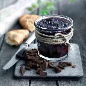 Prøv også Kirsebærmarmelade med mørk sjokolade.