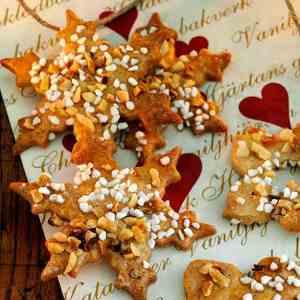Prøv også Kanelkaker med hakkede nøtter og perlesukker.