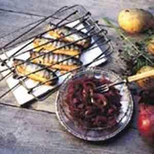 Prøv også Grillet sild med syltet rødløk.