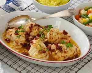 Prøv også Ovnsbakt skrei med hvitløk, soltørkede tomater og pinjekjerner.