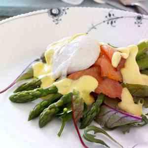 Prøv også Posjert egg med asparges og laks på salatseng.