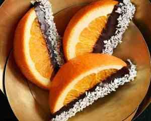 Prøv også Appelsinbåter dyppet i sjokolade.