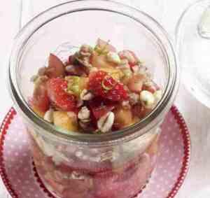 Prøv også Frisk jordbærsalat med müsli.