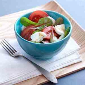 Prøv også Tomat- og mozzarellasalat til grillmaten.