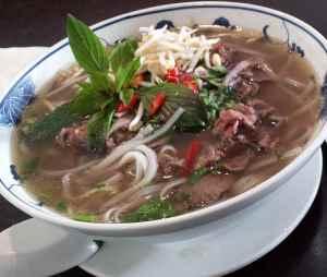 Prøv også Pho Bo - oksekjøttsuppe.