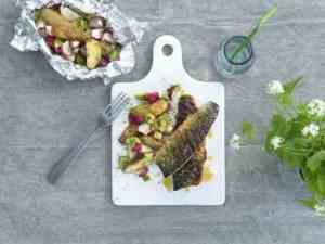 Prøv også Grillet makrell med lun potetsalat.