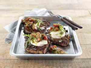 Prøv også Grillede koteletter med tomat og mozzarella.
