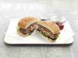 Try also Grillet hamburger fylt med tomat og mozzarella.