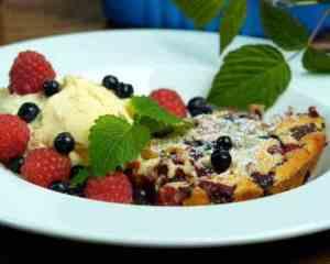 Prøv også Clafoutis med bringebær og blåbær.