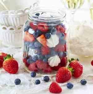 Prøv også 17. mai-dessert i rødt, hvitt og blått.