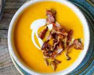 Try also Søtpotetsuppe med bacon og crème fraîche.