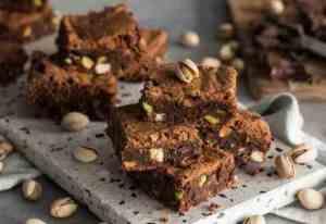 Les mer om Brownies med pistasj og hvit sjokolade hos oss.