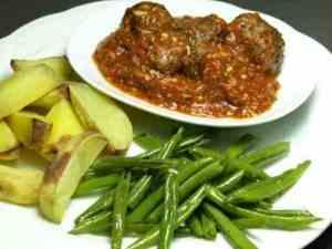 Try also Spanske kjøttboller med bønner og saus.