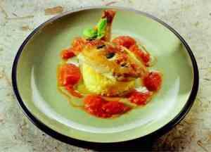 Prøv også Basilikumkylling med risotto og chili-/tomatcoulis.