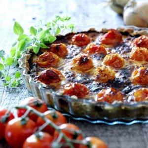 Les mer om Tomatpai med cheddar hos oss.