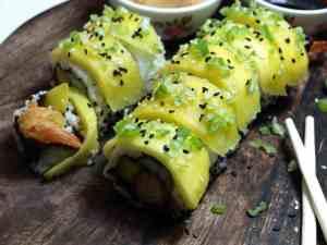 Dagens oppskrift er Makiruller med fritert scampi og moden mango.