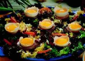 Brød med egg og bacon oppskrift.