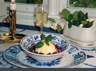 Prøv også Pæreis med syltede kirsebær fra Gjørv Gård.