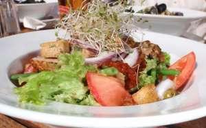 Tunfisk med salat nicoise oppskrift.