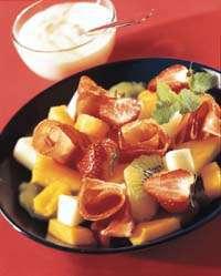 Salat med spekeskinke og eksotiske frukter oppskrift.