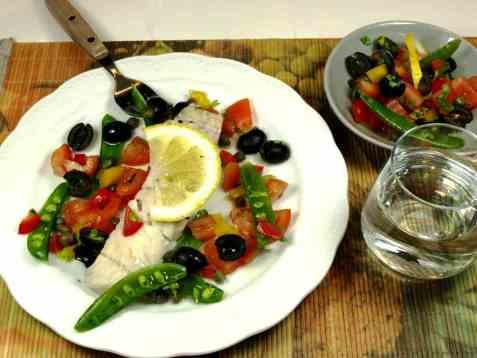Dampet sei med tomat- og olivensalsa oppskrift.