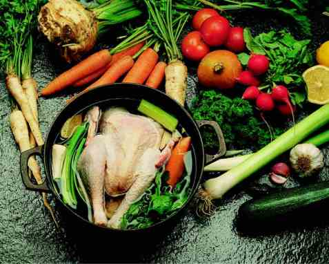 Kokt høne med grønnsaker oppskrift.