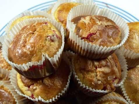 Tyttebær- og appelsinmuffins oppskrift.