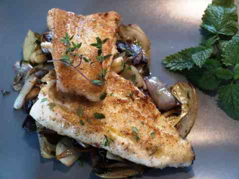 Stekt torsk med sopp og løk oppskrift.