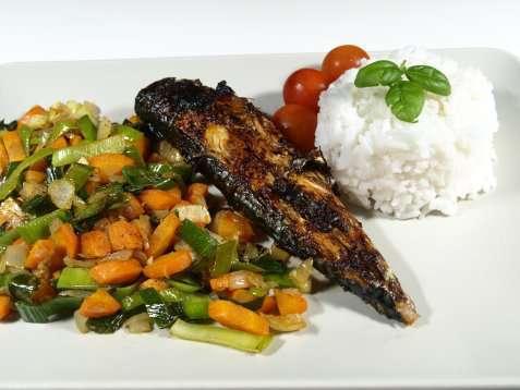 Helstekt makrell på grill oppskrift.