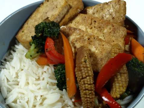 Wok grønnsaker med tofu oppskrift.