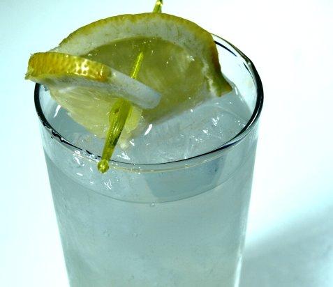 Gin og Bitter Lemon oppskrift.