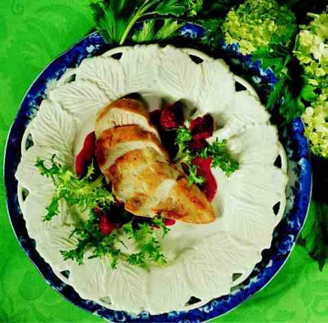 Stekt kyllingbryst med bringebærsaus oppskrift.