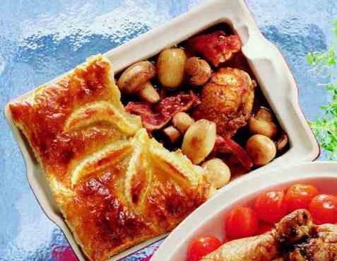 Coq au vin med butterdeiglokk oppskrift.