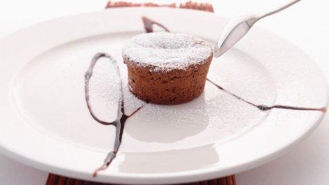 Bilde av Fylt varm sjokoladekake.