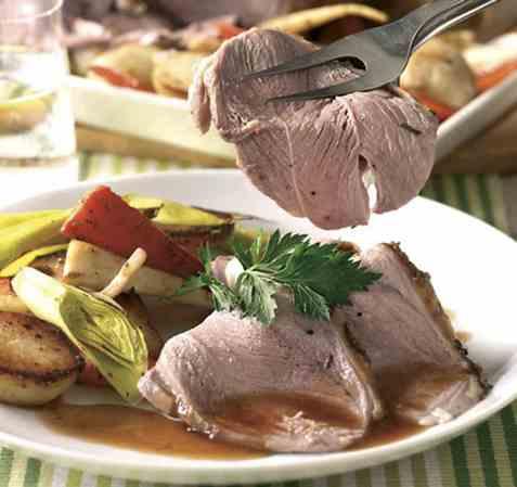 Lammestek med poteter og grønnsaker oppskrift.