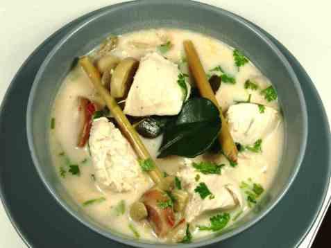 Kyllingsuppe med kokosmelk (Tom Kha Gai) oppskrift.
