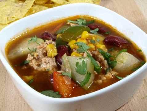 Mexikansk suppe med sorte bønner oppskrift.