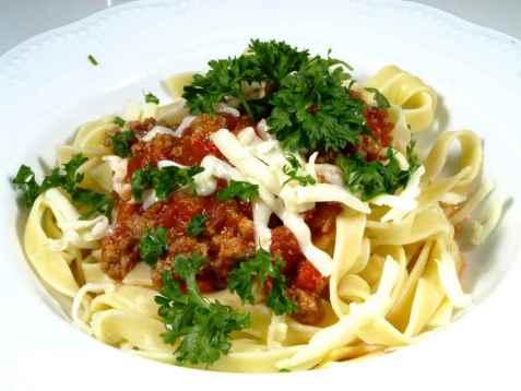 Spagetti med kjøttsaus oppskrift.