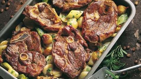 Lammeskiver på potetseng oppskrift.