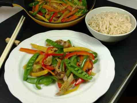 Fargerik wok med kylling oppskrift.