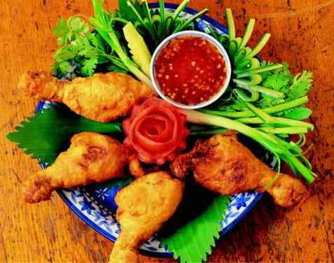 Gai Chub Paeng Tod (friterte kyllinglår) oppskrift.
