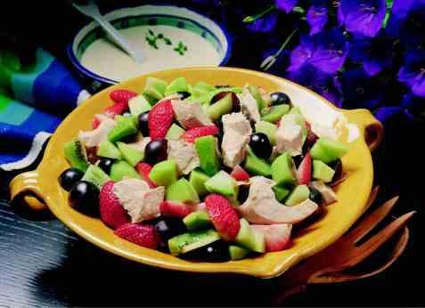 Kyllingsalat med frukt oppskrift.