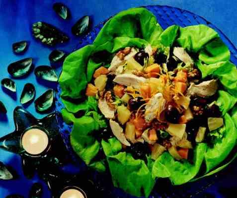 Kyllingsalat med frukt og valnøtter oppskrift.