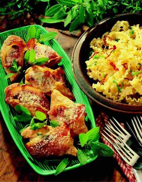 Saltimbocca di pollo (kyllingfilet med spekeskinke oppskrift.